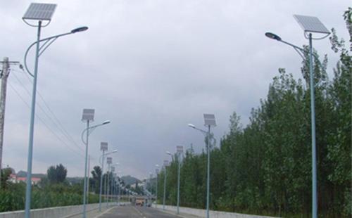 太阳能路灯生产厂家市场前景更为可观